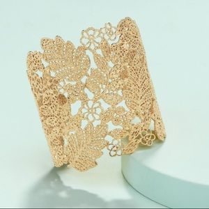 Stella & Dot Chantilly Lace Gold Cuff EUC